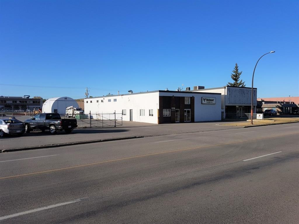 1119/1123 ? 46 Avenue SE 5,000 square foot freestanding building on 1.12 acres m/l 2 separately Titled 0.65m/l acre lots Central Market location New Roof and Exterior Paint in 2019 Paved and Fenced Yard (One Acre of Land +/-) Yard area subject to flooding with severe rain