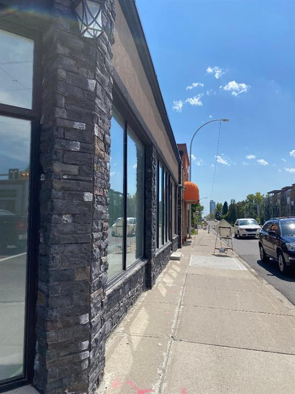 Approximate 1,750 sq,ft  of RETAIL SPACE FOR LEASE. Located on Edmonton Tr. Suitable for all various use, such as : Restaurant, Dentist, Family doctor, Accountant, Travel agency,  Liquor store,  Acupuncture or Massage etc..... Gross rent $6500 per/mo includes op cost and property tax, full basement free of charge. Call today !