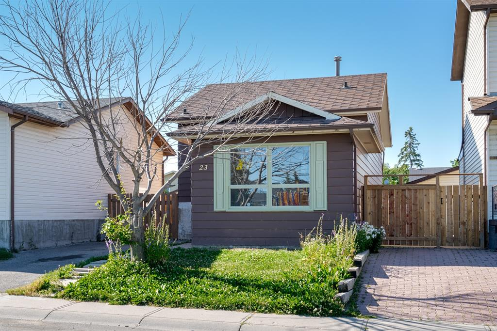 Great opportunity to own a single home for under $290K , a starter home in the Whitehorn area, walking distance to  LRT station. Close  to shopping area, playground right in front of the house.  Generous backyard, newly painted inside, newer NEW FURNACE (late 2019 ) NEW WATER HEATER ( November 2020)
