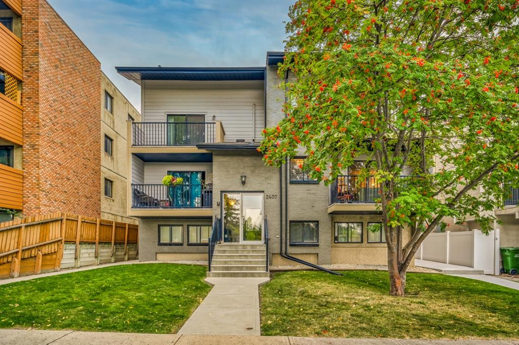 Hidden gem conveniently located in Bankview minutes from 17th AV, Marda loop shopping, tennis courts, soccer fields and the Bankview Community centre. This bright and well appointed unit has engineered hardwood throughout and includes in suite laundry, a 4 pce bathroom, 1 bedroom and an open concept living and dining area. The kitchen with eat up bar has stainless steel appliances including a dishwasher and ample countertop space.  The large private deck is 11?7?x4?8? and overlooks the Bankview tennis courts.  The well kept building has a new roof and hardie board siding plus two communal storage spaces and a beautiful rooftop patio on the top floor open to all residents.