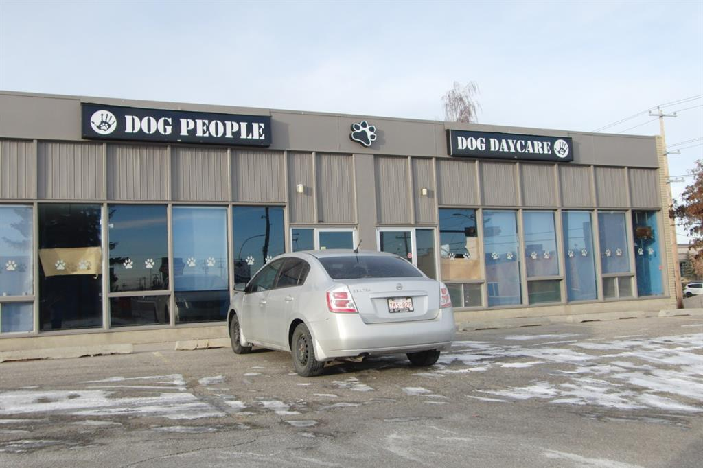 For Lease, semi retail, warehouse, office space in High Visibility Location on 42 Ave SE in Highfield, IC zoning, Available immediately.  2 Dock Doors.  Great space ready to go, good parking. Easy to tour
