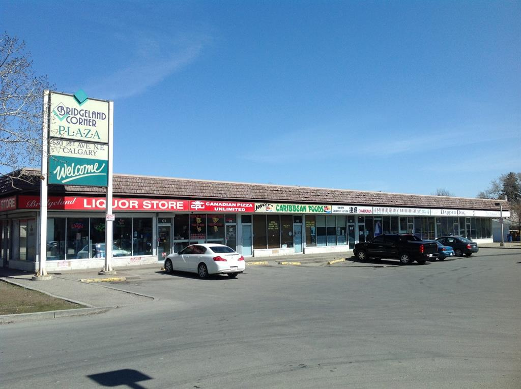 This is a great 1163 sqft retail bay, has been a restaurant for over 20 years. The landlord is looking for another restaurant if possible.  This bay is separately metered so the tenant will be responsible for their own utilities. Please note the op costs are $17.75/sqft