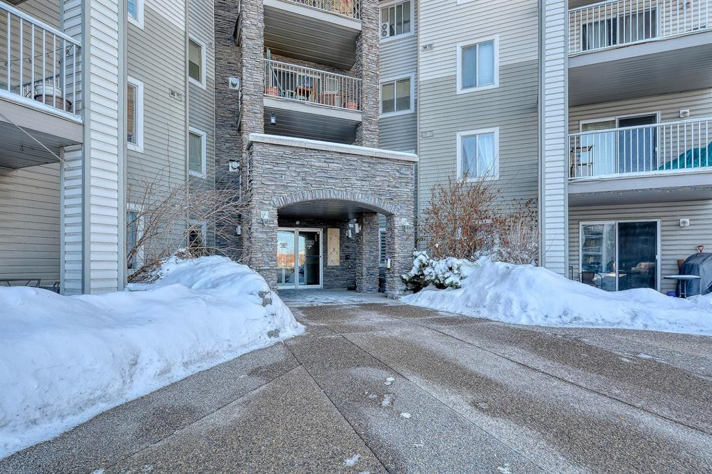 Beautiful two-bedroom, full bath  condo in a great location, just steps away from the Somerset LRT station. This gem of a home boasts a spacious open concept with lots of natural light, modern laminate flooring,  newer stainless steel appliances and completely renovated and freshly painted from top to bottom. Condo fees include all utilities! This home truly has it all: location, beauty and a an amazing price. So, what are you waiting for? Book your showing today!