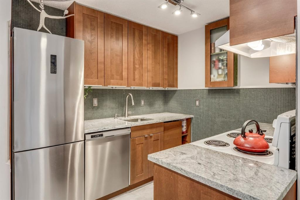 """TWO BEDROOM CONDO IN THE HEART OF DT CLOSER TO ALL AMENTIES. This is a great opportunity for first time buyers or to be added to your rental portfolio! Call your realtor to book a private viewing today! PROPERTY  SOLD  """"AS IS WHERE IS"""""""