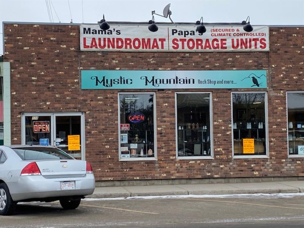 OPPORTUNITY TO START YOUR OWN BUSINEE IN THE TOWN OF SUNDRE MAIN THOROFARE STREET IN THE HEART OF TOWN JUST OVER 900 SF FACING EAST WITH BIG DISPLAY WINDOWS THAT CAN ACCOMMODATE RETAIL OR OFFICE. AN ADDITIONAL 680 SF CAN BE MADE AVAILABLE TO THE RIGTH TENANT