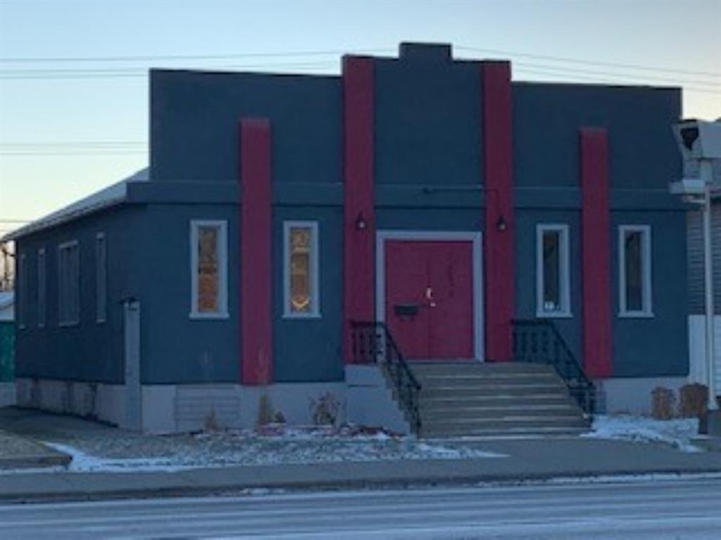 Prime location north of the downtown district with outstanding traffic flow and exposure.  Self-contained building with a total size of 2,300 square feet consisting of approximately 1,500 square feet on the main floor and additional 800 in lower level.  Parking available at the rear of the building with easy access for customers and staff.  The gross rent is $4,500 per month plus GST.