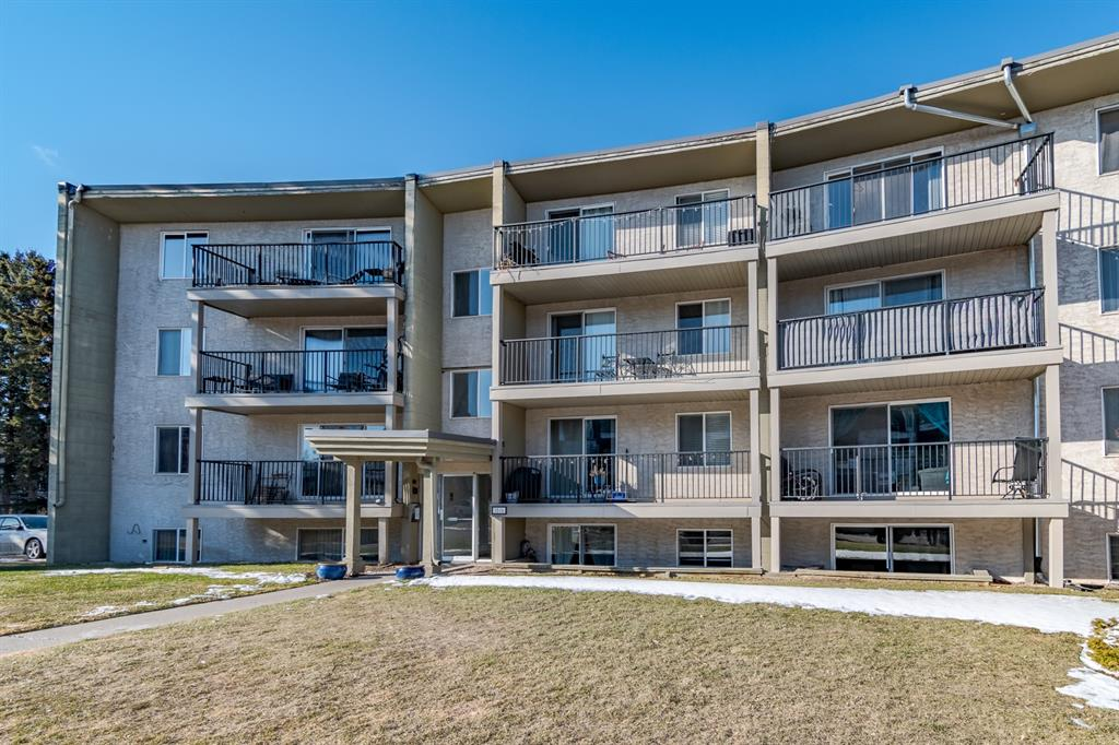 Sunny, south facing, 2 bedroom top floor corner unit with a huge covered parking stall  for 2 vehicles! Bright, open layout with hardwood floors throughout, lots of kitchen cabinets and a central island. 2 good sized bedrooms, a 4 piece bathroom, large living room & fantastic south facing balcony. This is one of the few units in the complex with in-suite laundry! Includes  a separate storage locker. Walking distance to 17th Ave, Marda Loop, shopping, restaurants & nightlife!
