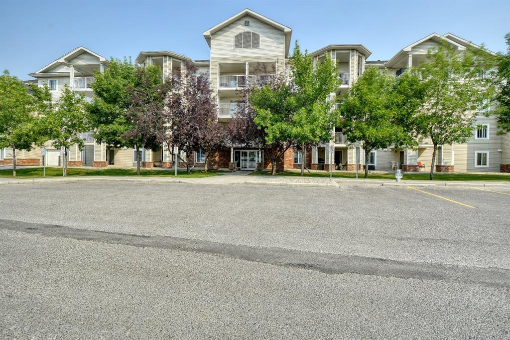 Superb Location: Short Walk to the Walking Path around the 22 Acre Lake | Walking Distance to Everything: Schools, Theatre, Library, Restaurants, Superstore, & All Amenities | Fantastic 2 Bedroom, 2 Full Bath Condo Apartment Under $200K | Spacious Open Plan w/ Newer Luxury Vinyl Plank Floors and Carpet | Shows 10/10! | In-Suite Laundry and 2 Outdoor Parking Stalls | **Check Out the 3D Virtual Tour** | Welcome to this immaculate 848 sq.ft. condo with a spacious open plan great for all entertaining, inviting living room w/ double sliding patio doors provide easy access to covered patio, nice dining area next to the gourmet kitchen w/ ample counter & storage space, and raised eating bar, large master bedroom w/ walk-through closet and 4 pc ensuite bath, good sized second bedroom next to 4 pc main bath, convenient in-suite laundry Room with ample of storage, concrete patio for your BBQ, 2 parking stalls. Easy Access to Shopping Malls, Vivo Centre, Superstore, Restaurants, Airport, and Major Routes (Deerfoot & Stoney Trail). Hurry while the Mortgage Interest Rates are at All Time Low, Don?t Miss this Beauty!