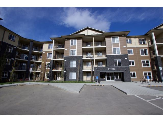 This unit is a Evolution floorplan with 2 bedrooms plus a large den, modern open concept living space, Master walk-in closet and Master ensuite. Enjoy the convenience of in-suite laundry, Titled Underground parking and a large Balcony. UNBELIEVABLE VALUE being able to live in a new apartment in Calgary at under $240k. Don't miss out on the opportunity to move in South Calgary's most desirable location. Minutes to all amenities. South Campus Hospital, Shopping, Restaurants, and so much more.