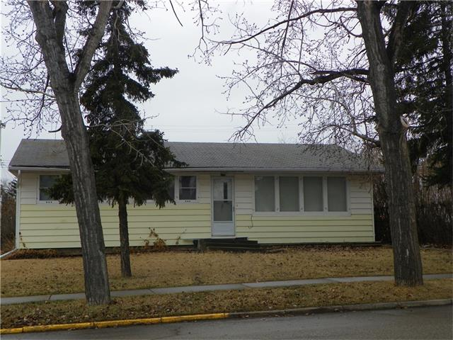 This is a great Handy Man Special. This is 1000 sq.ft. house on a 50 x 140 lot well built. This house is in need of an update and a great opportunity to get a good return on your investment. Full basement