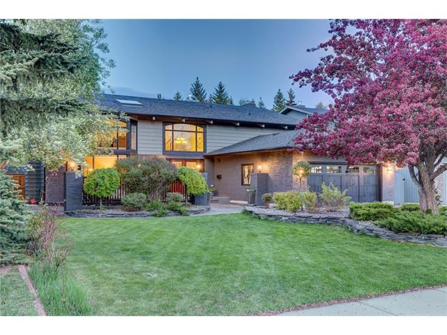 OH Sun. May 28, 1-3pm. Welcome to 312 Lake Placid Green, a PRIVATE 4th LAKE ACCESS home on Lake Bonaventure. Substantially remodelled, the renovations here are dramatic. With over 4500 sq ft of developed space, this residence offers the pinnacle of contemporary living, steps to the lake & to Fish Creek. You?ll love the grand entrance with spiralled staircase. Generous principal rooms on the main floor incl. renovated kitchen with heated flooring, Dacor gas range, granite counters & ample cabinet space. Convenient mud room with lockers & spacious laundry area. 4 large upper bedrooms, the master featuring a gas fireplace & renovated ensuite with adjoining walk-in closets. Upper bonus room with vaulted ceiling. Full basement with 5th bedroom, reno'd full bath, rec area & lots of storage. Many more recent updates incl: impact resistant shingles, furnaces, H20 tank, fence, Duradeck, U/G sprinklers, windows, kinetic H20 system, 6 zone Russound system & more. Private yard. Swim & skate only steps from your home!