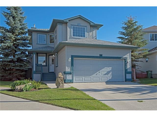 Outstanding value in this family friendly cul-de-sac. Pie shaped lot. No neighbours behind & wide open views. Many recent years updates, including the furnace (2013), kitchen (2012) & vinyl plank flooring on the main level (2017). Spacious entrance leads to the bright trio of living spaces. The living room has a cozy gas fireplace. The renovated kitchen has a corner pantry & is open plan with the dining nook, both of which overlook the beautifully landscaped south facing yard, which also has a private, screened, hot tub area. A half bath & laundry area complete this level of the home. Upstairs, the bonus room offers lovely views to the north of town. The master bedroom has a walk-in closet & a 4 pc en-suite. Bedrooms 2 & 3 share the 4 pc family bathroom. The basement has a huge recreation/family room & an informal guest room that would also work well as a den. The garage is dry-walled and insulated. It is heated & offers excellent built in storage & a man door to the rear yard. COME VIEW THE 3D TOUR NOW!