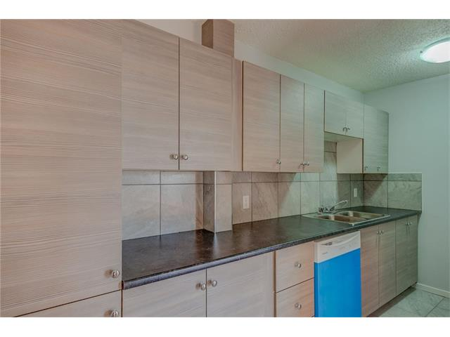 We have 3 bedroom condos, newly renovated, with brand new floors, lights, kitchens, in-suite laundry, pet friendly and move in ready, PLUS get 1st month RENT FREE! WIFI FREE! 