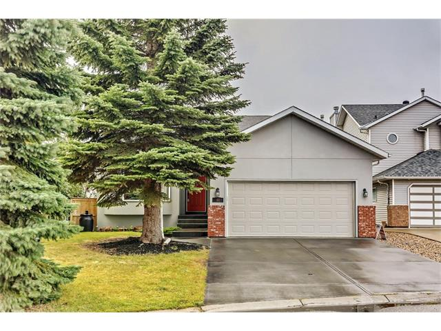OPEN HOUSE SAT OCT 21 2-4;30 PRIME LOC, Entry to BOW VALLEY PATHWAY/CARBURN PARK, just one door away. Enjoy the fab partial MT & VIEW/VALLEY VIEW! WALK OUT TO LARGE SW PIE LOT. Almost 2300 sq ft of dev living space. OPEN plan, liv room/dining area, VAULTED ceiling. BAY Window. QUARTZ kitchen COUNTER & ISLAND, FULL height cabinetry, SPECIAL EDITION JENN-AIR FRIDGE, B/I OVEN, DISHWASHER. Upper level  w/3 bdrms, MASTER  w/3PC ENSUITE w/NEW LOW FLO toilet & GROBE shower.WALK OUT level features lg FAMILY room with gas FP, pot lights, built-in bookcases, French doors to office, could be modified as 4 th BEDROOM, 4pc bathroom with JETTED tub. 4th level dev w lg laundry rm + WORK OUT/PLAY area. LOTS of STORAGE. DOUBLE ATT/garage. Doors off KITCHEN & FAM rooms to sunny 3 TIER DECK, great for BBQ. PRIME location on crescent. Hidden dog run. Excellent plan & location with some updates including HOT W TANK (17) & WINDOWS. Storage under the deck. A lovely family home, with lots of room for a growing family.