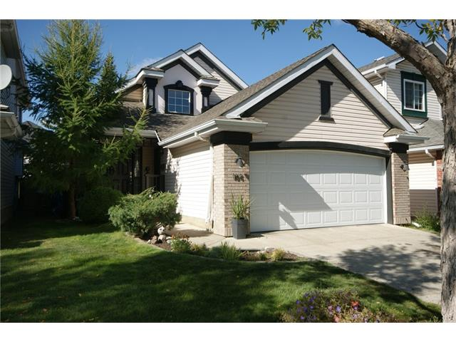 QUIET CUL DE SAC LOCATION,FANTASTIC HOME, OPEN HIGH VAULTED CEILINGS ON THE MAIN FLOOR. HARD WOOD TILE FLOORING 3 sided gas fireplace between the dining & living rooms. HUGE SPACIOUS KITCHEN with PLENTY OF GRANITE COUNTER SURFACE & TIMELESS BACKSPLASH.  Corner pantry, very nice  VERY CLEAN. Raised bungalow/ bilevel with LARGE MAIN FLOOR MASTER BEDROOM WITH A FULL 4 PIECE ENSUITE with GRANITE VANITY TOP, also black out blinds for shift work.  TWO LEVEL DECK, SOUTH & WEST EXPOSURE YARD & DECKS.  NEW QUALITY BUILT FENCING ALL AROUND.The lower level has two good size bedrooms, a FULL BATHROOM & SPACIOUS BRIGHT FAMILY ROOM.
