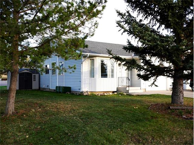 Great location being in the centre of town;  End unit with end window making a bright dining/living room; bedrooms 2up/1down; main floor laundry; back deck; fully finished basement with a large family room; single car attached garage; new hardwood flooring; shingles done 2012; garden shed. Take a look at this well cared for home.