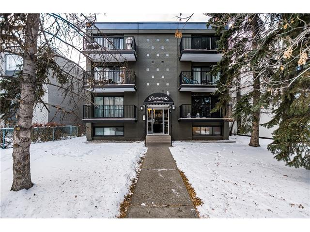 Gorgeous newly renovated 1 bed, 1 bath main floor condo unit in Lower Mount Royal.  Conveniently located only steps away from 17th Ave & only minutes to downtown.  This unit features an updated kitchen with STAINLESS STEEL fridge and stove, new backsplash & dark espresso cabinets with lots of storage.  Recently renovated 4 piece bathroom is a must see.  Very large living room is perfect for entertaining.  The spacious master bedroom features a walk-in closet.  Condo fees include water/sewer & heat.  Free street parking right out front.  Currently tenant occupied paying $875/month makes this a perfect investment property. Come & check it out!  Book your private showing today.