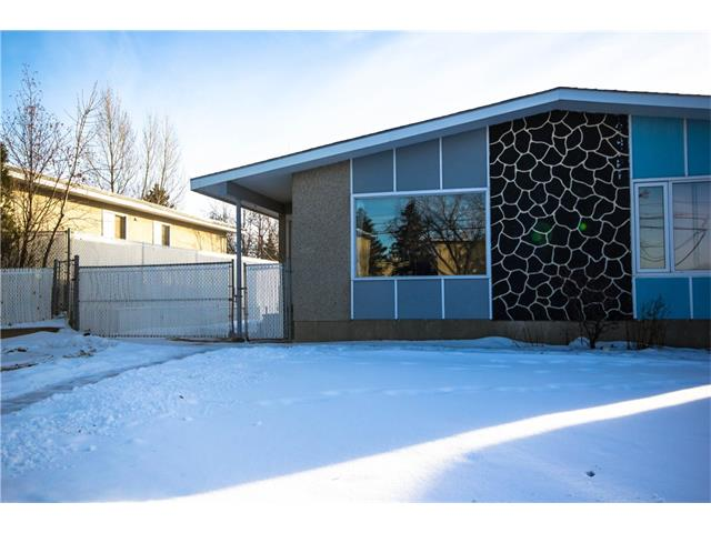 Looking for a Great Investment!!! Well here it  a  2 Bedroom Bungalow with a detached double car garage. The main floor has a spacious kitchen with dining area , 4 piece bath and Living room. Laminate through most of the main. Basement is fully develop with a large Rec room and a potential bedroom.Newer Roof (2015) Tons of Parking. This home is situated across the street  from Vista Heights School, short drive to downtown, and close to Transit.