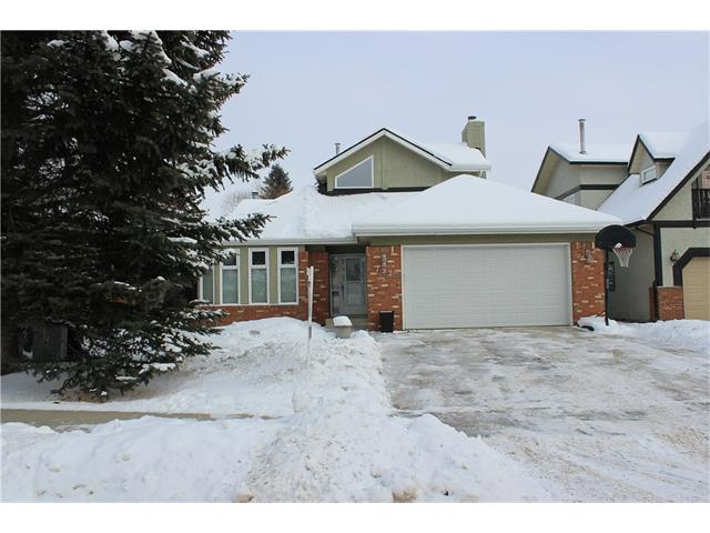 Excellent value and an excellent location in Shawnee Estates for this 2,376 sq. foot home (three levels) in one of Calgary's most walkable suburban communities. This well-maintained home offers quality upgrades throughout and a great family floor plan. Beautiful hardwood floors, upgraded baseboard and casing and all interior doors, dramatic two storey ceilings with new metal spindles and estate corner posts. Spacious master with a Jacuzzi ensuite. Upper bonus room is perfect for the large family or would make a fabulous home office. Quality kitchen has newer stainless steel appliances and a sundrenched eating nook with direct access to the large stone patio. Third floor family room features a second F.P., custom wet bar, games area and sitting room. Lifetime roof (60 years), newer windows, mid efficient furnace, copper water lines, steam shower and more. Walk to the LRT and Fish Creek Park in only minutes and close to schools, shopping and so much more.