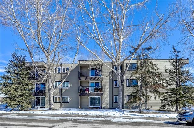 Clean TOP FLOOR unit. West facing 1 bedroom, with mountain view off your balcony. Large bathroom. Newer appliances. Updated carpet. Storage closet. Just a short walk to the local shopping centre and restaurants.