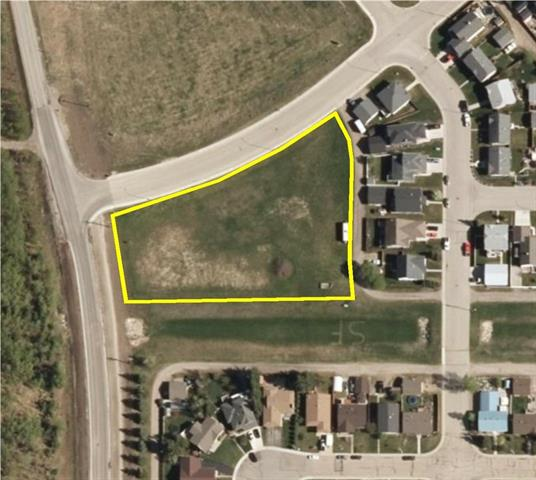 Great development opportunity 1.67 acre multi family site, concept plan for 16 units. great income stream from rentals or sell individual units. Services to property line. Located in Sundre Alberta