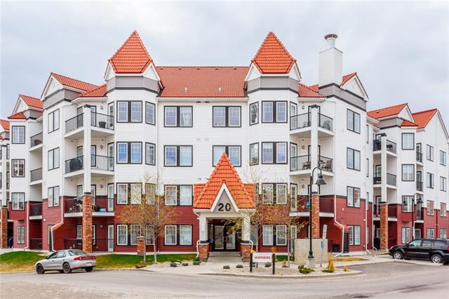 Well maintained 1 bedroom ground level condo with open floor plan. 1 titled underground parking & Joanna Barstad | #104 20 ROYAL OAK PZ NW |
