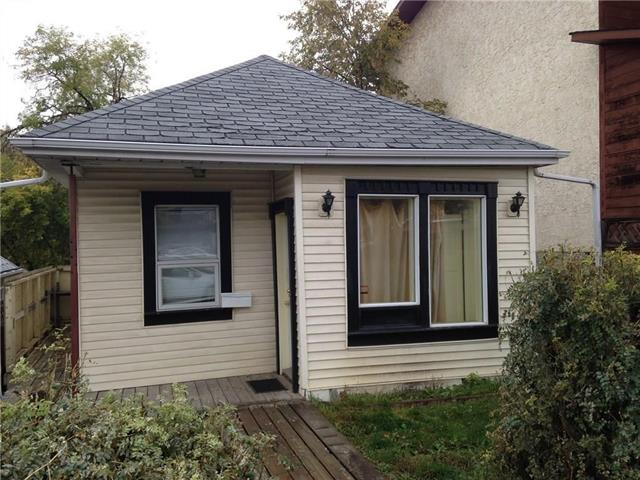 LOCATION! LOCATION! INVESTOR OR TO BUILD YOUR DREAM HOME.  R-2C ZOING 2 BEDROOMS CUTE BUNGALOW.  HUGE LIVING ROOM, GOOD SIZE KITCHEN.  RV PARKING AT REAR.  WALK TO CHINOOK CENTRE AND C-TRAIN.  7 MINUTES TO DOWNTOWN.  VACANT FOR QUICK POSSESSION. ADDRESS IS 3819 PARKHILL PLACE SW.