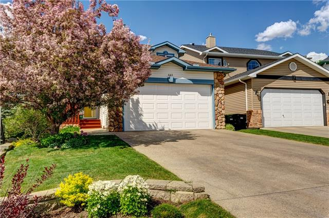 QUIET CUL DE SAC, WALKOUT, BACKYARD OASIS AND BACKING ONTO GREEN SPACE! Beautiful Custom Arcuri Home w/ 2750 sqft of dev space! Entrance w/ vaulted ceilings. Bright and open floor plan. Chef's dream kitchen; centre island w/ all newer SS KitchenAid appliances(1.5 yrs)breakfast bar, granite countertops, prep sink, soft close cabinets, walk-in pantry, wine rack, pine cabinets and coffered ceiling. Spacious dining area with 3 way gas fireplace featuring river rock detail. Step out onto your private large deck w/ gas hook up for BBQ! Laundry room and half bath finish off main floor. Large master w/ his and her closets, bath w/ double sinks, granite countertops, walk-in shower and separate powder room. 2 additional bedrooms upstairs w/ large closets and jack and jill bath. Lower level with large rec room, 4th bedroom, 3 piece bath, walkout onto another patio w/ beautifully landscaped yard.