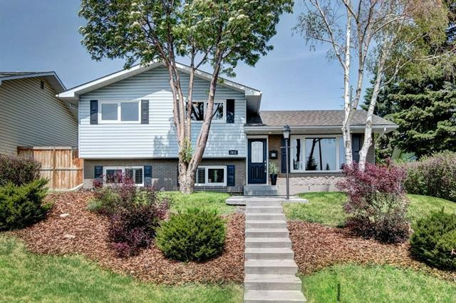 Located on a quiet street, close to schools, shopping, parks & walking trails this 4 level split shows pride of ownership. Entirely redesigned & renovated from top to bottom with permits. This 2 family hm backs on a park & has a total of 2481 sq ft living space w/4 bdrms, 4 bths & an oversized HTD DBL DET garage & RV parking. Features incl 3/4?maple hdwd flrs, granite & quartz countertops, I/FL heat in ALL baths, all Vinyl EFI windows. Level 1(UL) has 3 nice sized bdrms & 2 baths. The spacious master has a 3pc ensuite, DBL closet with B/Ins & french patio drs to a private balcony. The 4pc bath has a soaker tub, sky tube lighting & lndry. The main flr is perfect for indr & outdr entertaining with a bright open beam layout, gourmet kit, DR & LR rm & patio dr leading to a concrete patio area. The KIT has loads of cabinets, gleaming granite countertops, center island & raised eating bar, new SS refrigerator & SS B/I DW, SS B/I microwave, gas stove & tiled backsplash. A chefs delight! See additional comments.