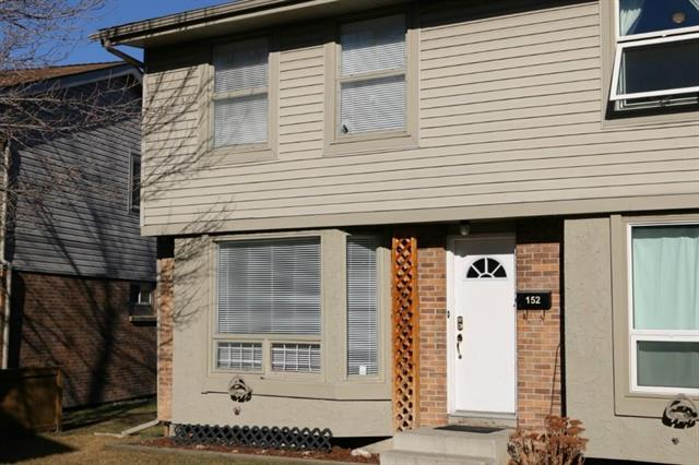 This newly renovated 3 bedroom townhouse is ready for you to move in. Many upgrades including new flooring and fresh paint. Large windows in the West facing living room will brighten up your day. Ideally located across the street from strip mall with major retailers and easy access to Deerfoot Trail.