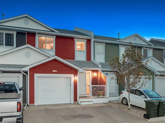 GREAT LOCATION! CHECK OUT this GREAT IMMACULATE, AFFORDABLE + QUICK-POSSESSION Townhome w/OVER 152 0sq ft of DEVELOPED LIVING SPACE + AIR CONDITIONING, CLOSE to GROCERIES, SCHOOLS, PLAYGROUND + MINUTES to QE-2 HWY for EASY ACCESS to YYC AIRPORT + CALGARY! O-SIZED Single Car ATTACHED GARAGE w/ROOM FOR STORAGE + 2 PARKING STALLS, IN-SUITE LAUNDRY + LOW-FLOW Water Fixtures! Entrance w/WELCOMING WARM TONES carrying THROUGH-OUT, SEE-THRU wall + Open Concept Main Floor, COZY Living rm, BRIGHT Kitchen w/GREAT CORNER PANTRY, ISLAND w/BREAKFAST NOOK + UPGRADED PULL-OUT Faucet, Dining rm w/DOOR to Deck + 2pc Bath. Upstairs features GOOD SIZED 4pc Family bath, 3 Bedroom's including Master w/Window over BACKYARD, PLENTY of Closet Space + 4pc EN-SUITE. FULLY FINISHED Basement w/LARGE Family rm, 3pc Bath w/STAND-UP SHOWER + Laundry/Utility rm. Good Sized Deck for BBQ + WELL-MAINTAINED Common Backyard! CLEAN, CLEAN, CLEAN, GREAT VALUE FOR MONEY + CLOSE TO EVERYTHING YOU NEED! DON'T WAIT, CALL TO BOOK YOUR SHOWING TODAY!