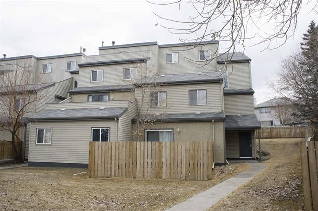Good starter home or investment property. Welcome to this top floor and end unit condo in prestige St Andrews Heights.  It features single carport, 1027 sqft, newer furnace (2009), 2 good size bedrooms, renovated bathroom and kitchen, sunny and large living room, spacious dining room, in suite laundry, and huge deck. It closes to University of Calgary, Foothill Hospital, Children's Hospital, Market Mall, playground, and public transit. ** 1208 1540 29 Street NW **