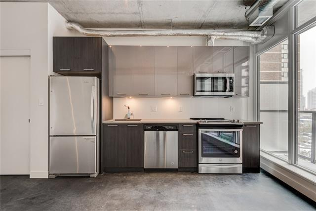 Welcome home to the brand new INK building with a spectacular view of downtown, in particular the Calgary tower and new Central Library. This modern industrial studio style condo is ready for a new owner offering a quick possession and low condo fees! This home features floor-to-ceiling windows, 9ft ceilings and matte polished concrete floors. The sleek kitchen has overheight cabinets, under cabinet lighting, quartz countertops, and stainless steel appliances. The East Village neighbourhood is in walking distance to local restaurants and businesses including Studio Bell National Music Centre, the new public Library, Phil & Sebastians, and Loblaw?s City Market grocery store.