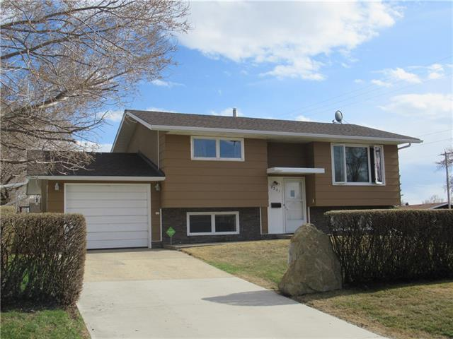 A great location and cozy home! Located in between Olds and Innisfail, is this 769 sq.ft Bi-Level, perfect for a close family. This fully developed home has recently had some major upgrades including new windows, new shingles, new flooring, and upgraded electrical fuse box. Main floor has 2 bedrooms, 4 piece bathroom, large living room, and the kitchen/dining room with access to the 2 level deck and back yard. Basement development includes a giant master bedroom with 3 piece ensuite and walk in closet, family room, and laundry room. You will be pleasantly surprised with the two garages(one attached and one detached ), not to mention a huge shed and completely fenced back yard, so bring your family and your pets! Call today to view!