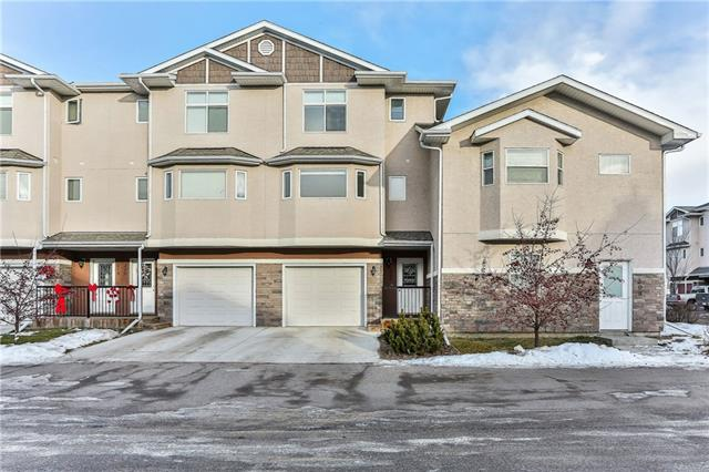 FRESHLY PAINTED - NEW FLOORING- MOVE IN READY ! OPEN DESIGN FEATURING : OVER-SIZED KITCHEN , LIVING ROOM WITH FIREPLACE, FAMILY ROOM WITH WALKOUT, 3 LARGE BEDROOMS & 3 BATHROOMS. IDEALLY LOCATED CLOSE TO SCHOOLS & PARKS THIS LIKE NEW HOME AWAITS NEW OWNERS .