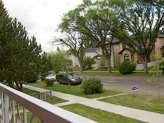 Renovated and well maintained.  Beautiful inner city main floor in character Mount Pleasant.  New kitchen, with built in dishwasher adn new bathroom with shower and bathtub.  Private insuite front loading washer and dryer included at no extra charge.  5 minutes to downtown, SAIT and trendy Kensington Village.  10 minutes to UofC and foothills hospital.  Riley Park & Confederation Park, both only a short walk away.  Plenty of shopping, Restaurants, Pubs and more nearby.  Free onsite Parking and Public transit options.