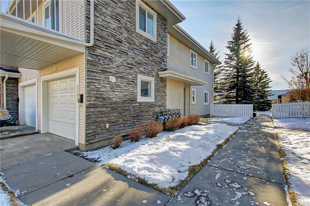 Beautiful bungalow with 2 beds and 2 baths, end unit with single attached garage. Plenty of natural light in this newly painted townhome. Great location, close to schools, parks, shopping and public transportation. Perfect for young professionals, Matured couple and even a small family.