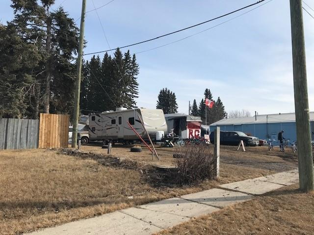 This main street  20m x 32m commercial lot has great visibility and access. There is municipal water and sewage to this lot. A lane on the west side goes around the block and along the rear of the lot.  Great building location in the growing town of Cremona.