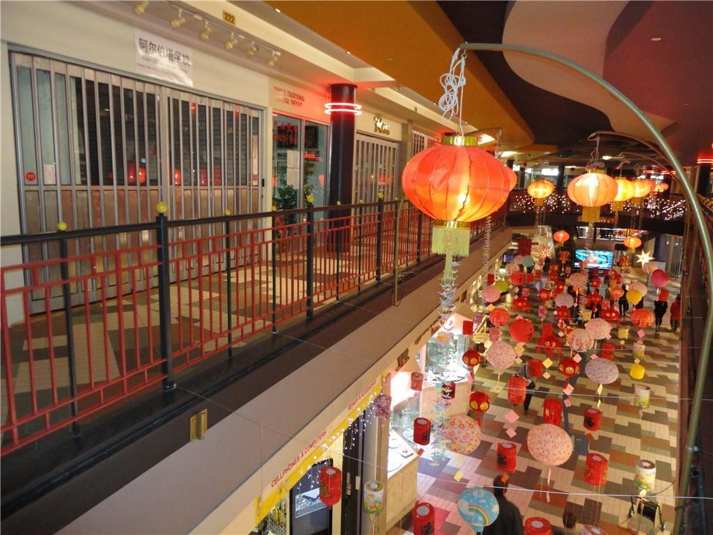 EXCELLENT LOCATION BUSY STREET AT THE HEART OF CHINATOWN RETAIL SPACE.