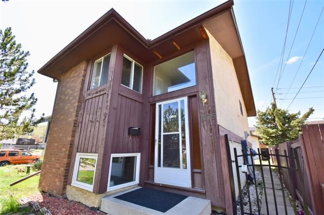 UNBELIEVABLE PRICE, under $300K. ATTENTION investors, 1st time homebuyers and dog lovers! This PERFECT, AFFORDABLE starter home comes w/ NO CONDO FEES or pet restrictions, a DECENT SIZED FENCED YARD for your 4 legged friends and a SINGLE DETACHED garage. CENTRAL location, a 4 min walk to Nose Hill Park in Beddington Hts, great access to shopping, restaurants, multiple schools and rec centres w/ pools/ice rinks. A QUICK RIDE TO DOWNTOWN, the airport and all other amenities. Almost 1100 sqft of developed living space on two levels, w/ a good sized kitchen, OPEN CONCEPT living and dining room w/ wood burning fireplace and a 2 pc bath w/ laundry on the main floor. The master w/ a 3 pc ensuite, 2nd bedroom and 4 pc main bath on the lower level. NUMEROUS UPGRADES; a new West facing COMPOSITE DECK/RAILING, TRIPLE PANE WINDOWS, new VINYL plank flooring, water softener, new electric panel and newer high-end w/d. GREAT VALUE for a single detached home w/ a garage in the NW for under $300,000. CALL NOW to view!