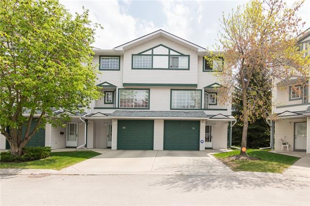 FANTASTIC 3 Bed+Den END UNIT centrally located in quiet community of Kingsland. Upon entering this 3 bedroom + Den/2.5 bath townhouse you will be greeted with gleaming hardwood floor and an open concept kitchen and dining area with13FT soaring ceiling that lets in tons of natural light, perfect for entertaining.The kitchen patio overlooks a private green space with unobstructed views and mature trees that is perfect for that summer barbecue. Upstairs you will find a spacious living room overlooking the kitchen complete with a corner gas fireplace to enjoy those cold winter days. The top floor has 3 bedrooms including an oversized master with ensuite and walk-in closet.The lower level is fully finished with laundry and a perfect space for a 4th bedroom, hobby room, home office, or home gym.This townhouse is centrally located with great access to shopping(5 mins to Chinook), restaurants and transit (5 mins to Heritage or Chinook station). Low condo fees makes this townhouse an exceptional value, Call today.