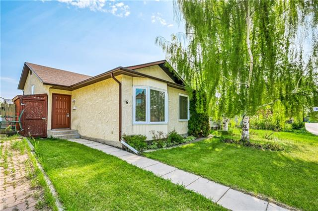 Would you like to live a few minutes walk from the breath taking Fish Creek Park Provincial park? This great 3 level split, 3 bedroom home has enough space for a young family or great for an investor!! Located on a quiet street in Deer Run, also walking distance to the shops at deer valley shopping center. Living room and dining room on main level with kitchen and eat in area. Upstairs the master bedroom has a ensuite and walk-in closet and two additional good sized rooms. Large basement with enough room to build another bedroom. Air conditioned home for upcoming hot smokey summer. Paved alley access with RV parking and gate access.  Entire home is wired with speakers!  Want a home with NEW roof, windows, hot water tank & new washer/dryer & updated furnace??  All the big ticket items in this home have been taken care of, just move in a decorate!  ~PRICE REDUCED, EVEN BETTER LOWER PRICE~
