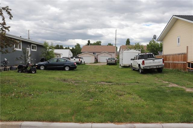 Prime location TND zoned bare lot with front services. Bring your plans as the Town is willing to consider up to a four-plex. Quiet street. This lot is central to everything in High River including a great playground and park, happy trails, a dog park and more. List price includes GST.