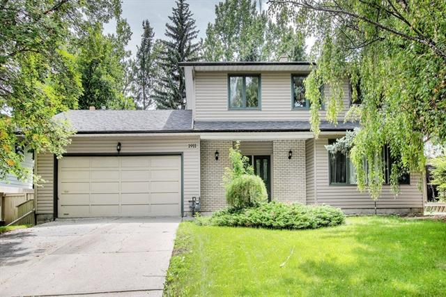 HUGE PRICE REDUCTION - Welcome to this Four Bedroom upgraded home located in Prestigious Bayview ?one of Calgary?s finest communities with fantastic schools, tree lined streets, bike paths, Glenmore Reservoir & Weaselhead access plus a quick commute to downtown.Well maintained during the ownership,this home is move in ready for your family.Traditional floor plan includes a generous front living area hosting customised lighting for art placement, formal dining room with views across the South backyard,Renovated kitchen with custom cabinetry, newer appliances, granite and eating book space, Family room is also generous and features wood burning fireplace and patio doors onto the HUGE deck area.Upper floor hosts main bathroom and FOUR bedrooms including a King sized Master with double closets and ensuite.Basement is awaiting your ideas. South Yard is GORGEOUS. NEW carpet, all new paint through out.Roof, furnace,HWTank & Aircon all recently replaced, and most windows upgraded.A