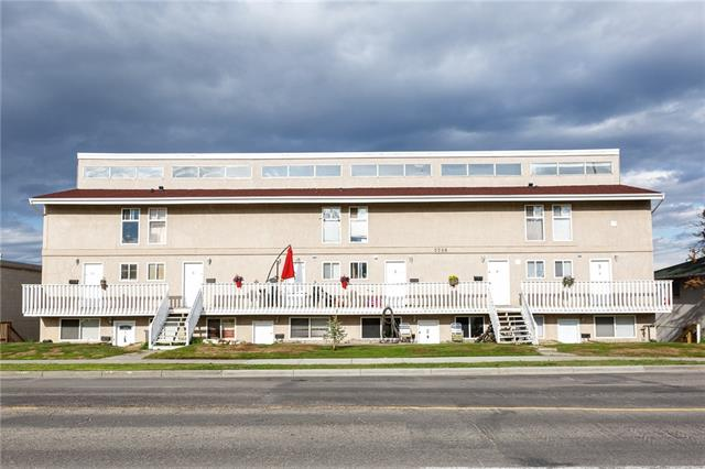 Great location across from school and public transportation. 10 minutes away from downtown Calgary and close to all amenities.  Updated unit with newer kitchen cabinets, countertop, flooring. appliances. The unit features 1 bedroom, 1 full bath, and large living space. A convenient location makes it great for investment or starter home. This unit is below grade level.
