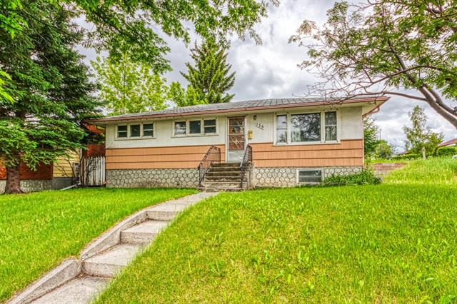 """Investors look no further! This Classic 955 Sq.Ft. Bungalow is located in the Quiet & Beautiful Community of Thorncliffe! Sitting on a Large 512 sq meter (5509 sq feet) Corner Lot and Boasts Great Potential for Renovations or Future Builds. As it sits now, this home features 3+1 Bedrooms & 2 Full baths. You won?t find a better Fixer-Upper Investment Property! Only Minutes away from Schools, Parks & Shopping. Easy access to major routes such as: (McKnight Blvd, Centre Street & Deerfoot Trail). House sold """"AS IS""""."""