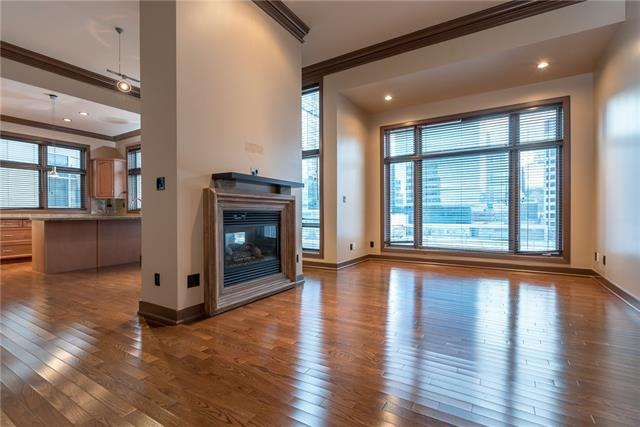 Huge Price Reduction, a great opportunity to own this luxury unit in popular area; Eau Claire, for living or investment, it boasts south facing living and dining room, 11 ft ceiling with a two way fireplace. Gorgeous kitchen has plenty of storage, granite countertops, gas stove and stainless steel appliances. Bedroom has built-in speaker and spacious walk-in closet, 5PC ensuite, with granite counter and ceramic tile floor. The unit has in-suite washer and dryer and comes with central air conditioning, central vacuum system & attachment, titled underground parking and storage. The building is just walking distance to river, YMCA, Eau Claire Market, hotel and restaurant and other facilities. Don?t miss out.