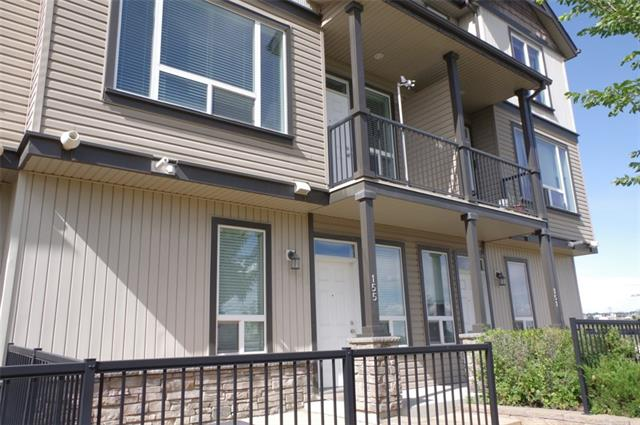 This large 3 bedrooms 2.5 bathroom 2 storey home boasts 1271sq/ft of livable space and an attached double garage. The open concept kitchen feature rich hardwood flooring, upgraded cabinets, breakfast bar, under cabinet lighting and stainless steel appliances. The living room has a cozy fireplace, and plenty of oversized windows to let in loads of natural light. Enjoy the summer weather from either of your 2 balconies with a beautiful view of the ravines. This home is ideally located close to shopping, parks, schools, transit, and all amenities. Call today to view.