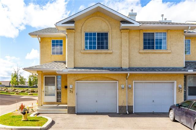 Located in Beddington Heights this 1,340 sq.ft corner unit townhouse is move-in ready. Cozy up to the fireplace in the living rm & gaze out to the open space located at your back door, enjoy the evening sun filtering into your home. The well laid out kitchen includes S/S appliances along w/a roomy nook area. The upper level has 2 bdrms each w/ensuite & walk-in closet. The laundry rm is conveniently located on the upper level, there is a combination washer/dryer on the lower level as well. The flooring thru out the home is laminate except in the kitchen & baths. The lower level is fully developed boasting a large rec area, 4-pc bath & ample storage. The location is ideal as the Beddington Towne Center is at your back door, walking distance to shopping & entertainment. The airport is only 15 min & only 20 min to downtown. The Beddington Terrace Condo Association has a healthy reserve fund. The roofs were replaced 6 years ago in this self-managed complex. It is extremely well cared for & priced to sell.