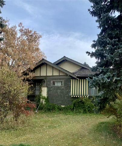 RARE FIND 15.24x39.58 R-2 lot in MOUNT ROYAL MOST PRESTIGIOUS NEIGHBOURHOOD. HOUSE IS OVER ONE HUNDRED YEARS OLD MAINLY LAND VALUE.